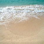 さらさらの砂と波