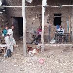 tailleurs dans un village éthiopien près des chutes du nil bleu