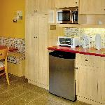 Kitchenette of a Studio-Deluxe with two Queen size beds