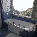 The bath in room 68