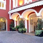 Le Sirenuse - the Entrance to the Hotel