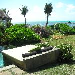 011 - FSMRU - Pool, daybed and private garden of a Lagoon Pool Villa