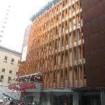 la façade sur une rue calme