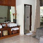 Komaneka Bathroom