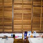 Leyte Park Hotel, Suprime Cottage, Bath Room, missing mirror