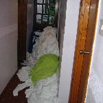 montagne di lenzuola sporche