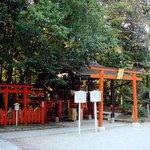 下鴨神社の門の手前左側にひっそりあります