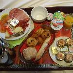 Le plateau du petit-déjeuner servi en chambre