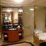 The Club Deluxe room - The bathroom with the view of the tub