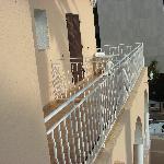 Les balcons des chambres voisines