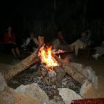 Abends gibt es Lagerfeuerromantik vor der Bar