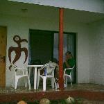 Un tangatamanu cuida la puerta de tu cabaña