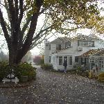 Haupthaus vom Hof aus (November)