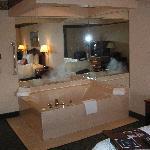 Hampton Inn Birch Run- Jacuzzi Room