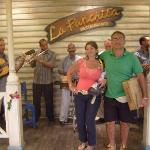 Banda en vivo en la entrada de la Panchita!