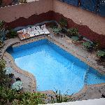 la piscine plus petite que sur le site