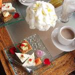 アフタヌーンティーサービス。インドネシアのお菓子を体験できる貴重な時間です。