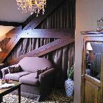 Room's Lounge