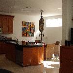 Suite 8 - kitchen/dining