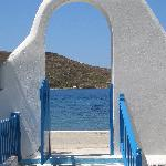 la porte d'entrée de la pension vue de l'intérieur