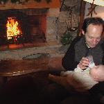 L'une des ambiances au coin du feu, mon mari et notre fille de 3 mois en décembre 2008