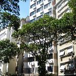 vista del edificio del hotel desde la calle