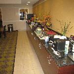 Breakfast room at La Quinta Fresno