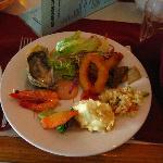 ホテル内にあるチャーリーズという海鮮ビュッフェでの晩御飯。