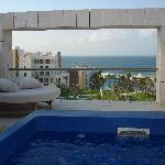 piscina y terraza en segunda planta habitacion lunamieleros