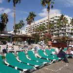 L'hotel, la piscine et les planches