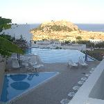 Infinity Pool and view of Acropolis