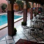 Terrasse piscine de l'hôtel Zaghro