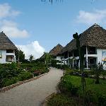 vialetto che dal ristorante porta alle camere e reception