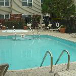 Small Pool w Hottub