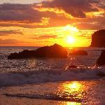Il tramonto sulla spiaggia di Praia