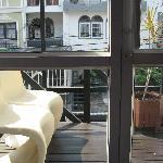 very small balcony - no pravacy