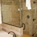 1 Bdrm Luxury Suite Bathroom
