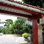 沖縄っぽい門です
