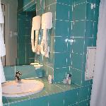 el baño la parte del lavabo limpisimo