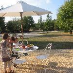 La Bouchonnière - terrasse et vue du jardin