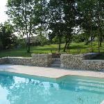 Piscine partagee par deux cottages a Boulède