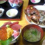 3色丼と金目鯛煮付け