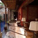 Lounge & Pool