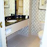 Room 833, Bathroom, Sink area
