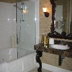 Sangiovese Bathroom