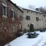 Calbarbe courtyard (rooms l.h.s.; gite r.h.s.)