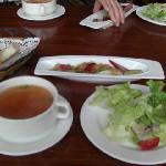 ランチセットのスープ、サラダ、前菜