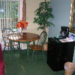 Eating Area, Tabel Chairs, fridge