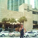frente al hotel
