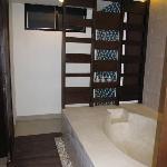 Family Suite: shower & bath